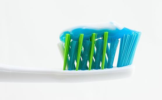 Зубная щётка с зубной пастой